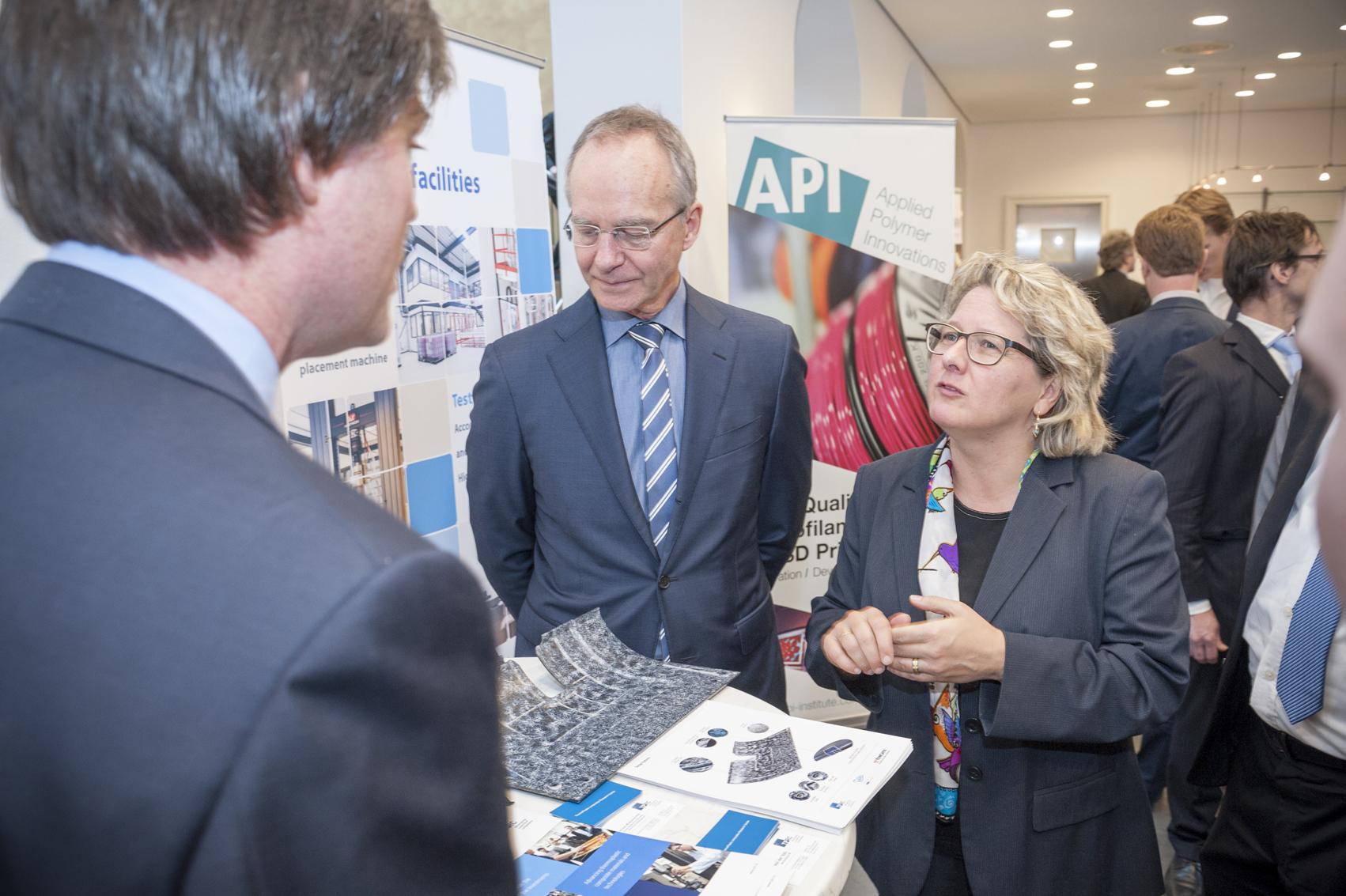 Matching for new Materials mit Svenja Schulze, Ministerin für Innovation, Wissenschaft und Forschung und  Henk Kamp, Minister für Wirtschaft in den Niederlanden.